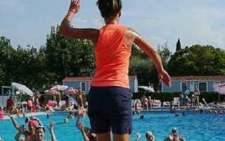 Как накачать пресс в бассейне. Упражнения от целлюлита в бассейне. Принципы тренировок в бассейне